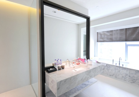 Multi cultural facet bathroom - Mode Sathorn Hotel - Bangkok